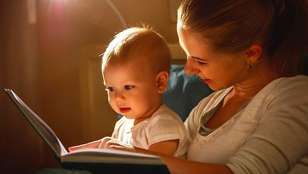 Дети, которым читают вслух, начинают говорить раньше ровесников