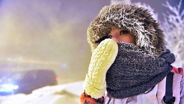 На морозе обязательно носите варежки, шапку, прикрывающую уши и шарф