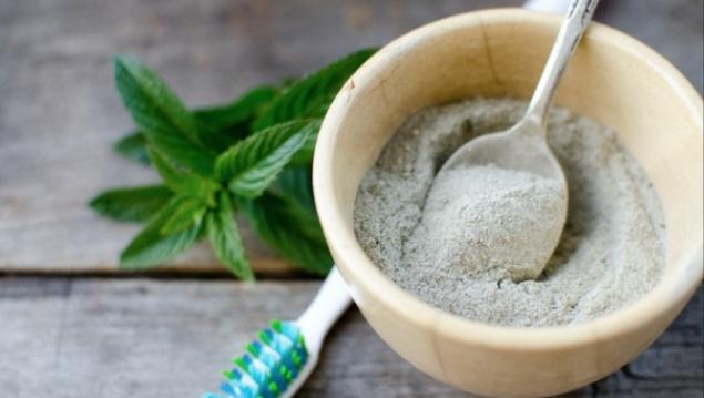 Йоги используют для чистки зубов природные компоненты