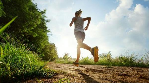Пробежка не только поможет поддерживать форму, но и зарядит энергией