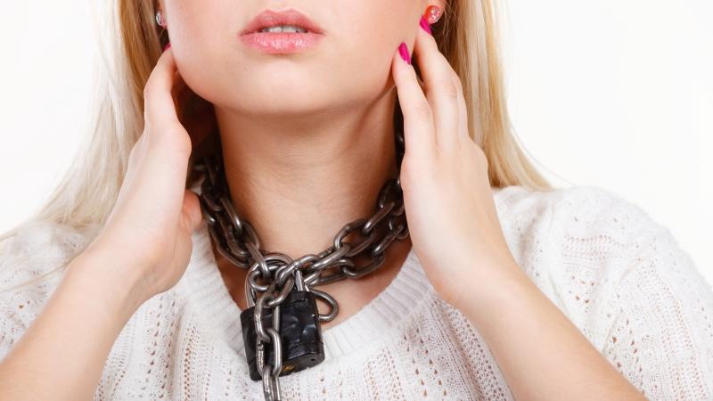 Неприятные ощущения в зоне шеи часто говорят о проблемах с щитовидной железой