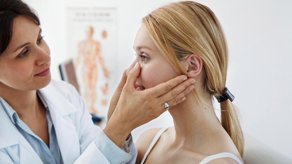 Сухость носовой полости - один из симпотомов искривления носовой перегородки