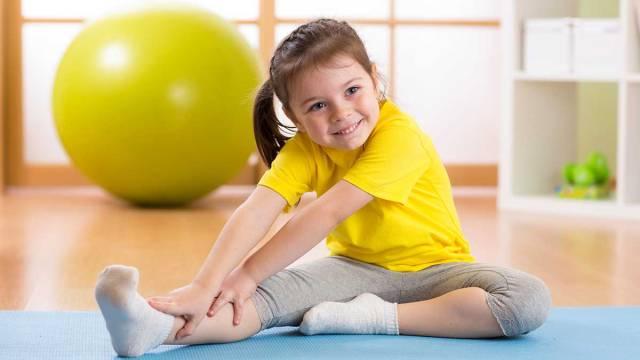 Яркий коврик и интересная удобная одежда позитивно настроят ребенка на занятия