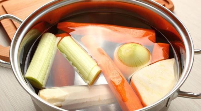 Не нарезайте овощи для варки мелко