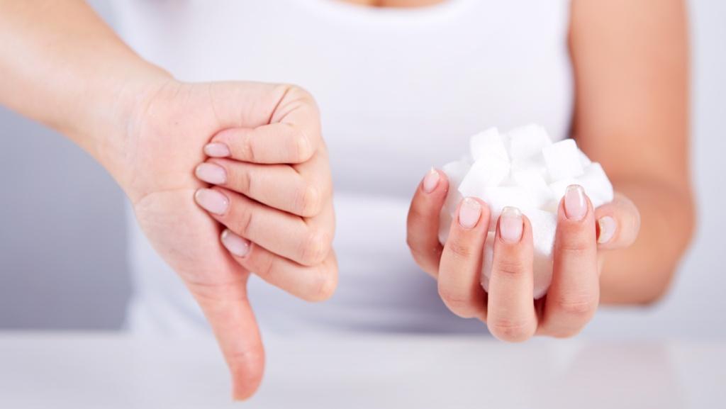 Употребление сладкой добавки необходимо снизить максимально