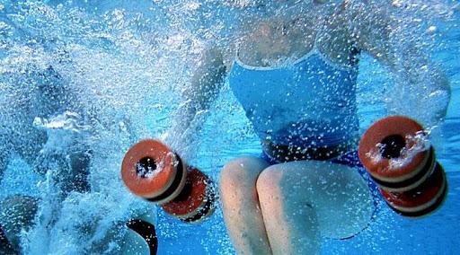 В воде вес практически не ощущается