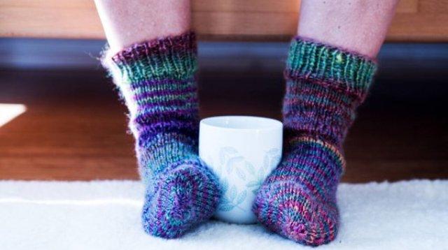 Вернувшись домой с мороза, переоденьтесь в теплую одежду и выпейте теплый чай