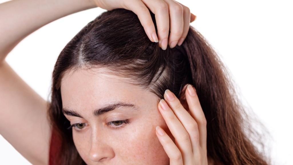 В случаях болезненности - внимательно осмотрите кожу головы