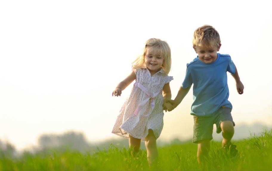 Одни дети легко вступают в контакт, а другим это сделать крайне сложно
