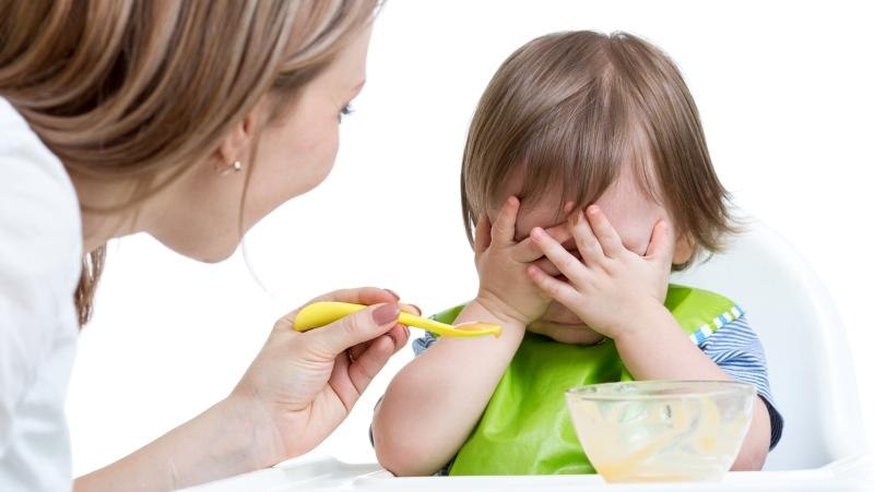 Если ребенок отказывается от пищи и жалуется на боль во рту - это повод для тревоги