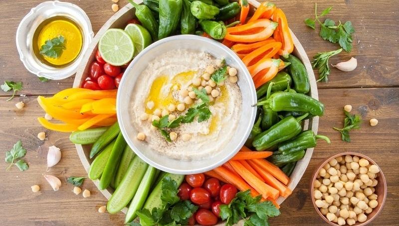 Перекусывайте нарезанными соломкой овощами