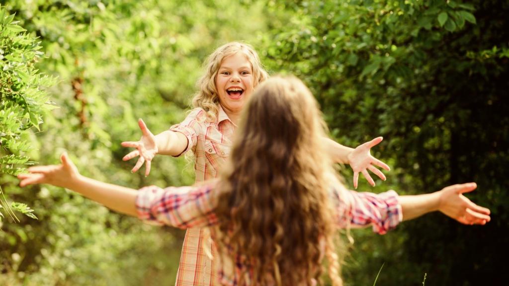 Чтобы у ребенка появились друзья, важно прививать ему правила общения