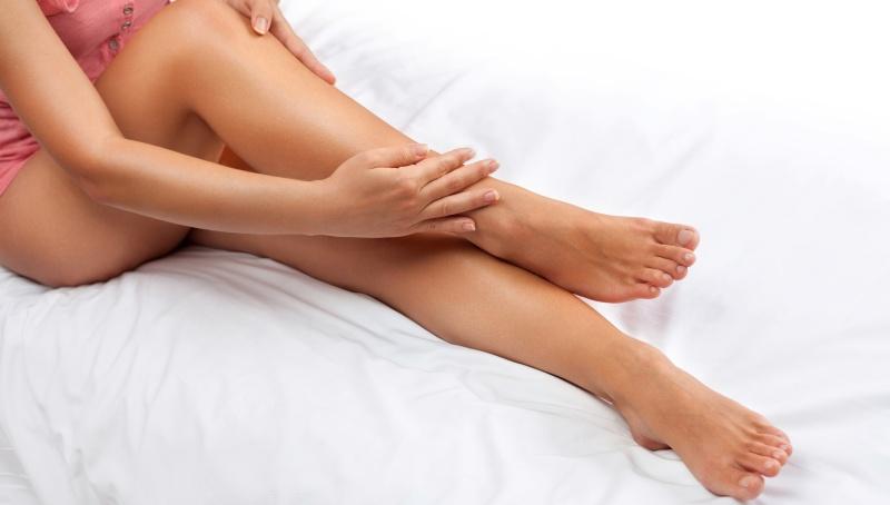 Массаж ног снимает усталость и уменьшает отеки